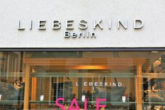 01/06/2018 - Bielefeld/Tyskland - ett begrepp av en Liebeskind, Berlin Logo Arkivbilder