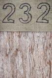 Bieliźniana grunge burlap tekstura na wietrzejącym drewnianym tle Zdjęcie Stock