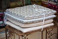 Bieliźniany krzesło poduszek stos Zdjęcia Stock