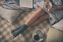 bielizna leżącego kobieta zdjęcia stock