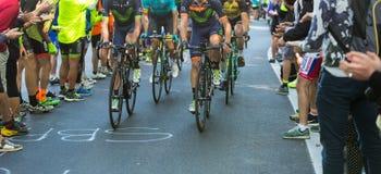 BIELLA, ITALIË - MEI 20, 2017: De fietsers nemen aan 14de s deel Stock Foto's