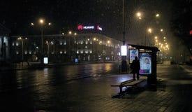 Bielorrússia, Minsk - 31 03 2018: Parada do ônibus no quadrado dos Kolas de Yakub em Minsk Fotografia de Stock
