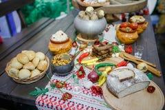 Bielorrusso tradicional e culinária ucraniana Fotografia de Stock