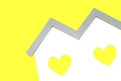 Bielu domu kształt Z Dwa kolorów żółtych kształta Kierowym okno Obraz Stock