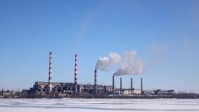 Bielu dym od kominowych stert termiczna elektrownia zdjęcie wideo