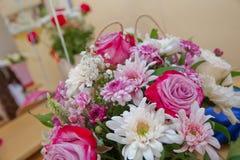Bielu i menchii róży bukiet Bridal bukiet świeże róże Obrazy Stock