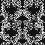 Bielu koronkowy bezszwowy wzór na czarnym tle Zdjęcie Stock