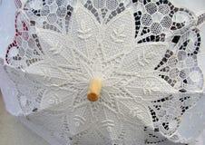 Bielu koronkowy parasolowy zbliżenie Zdjęcia Royalty Free