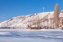 Bielu krzyż na wzgórzu Obraz Stock