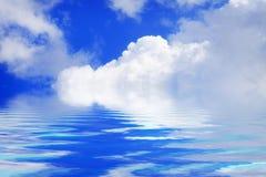 Bielu niebieskie niebo na słonecznym dniu i chmury fotografia royalty free