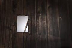 Bielu pole dla twórczości główkowania za głośnym zdjęcie stock