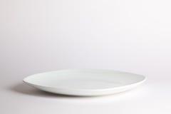 Bielu pusty talerz na białym tle Obraz Stock