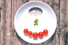 Bielu talerz z waży ciężaru wskaźnika Fotografia Stock