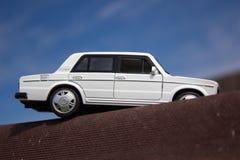 Bielu zabawkarski samochód Zdjęcia Royalty Free
