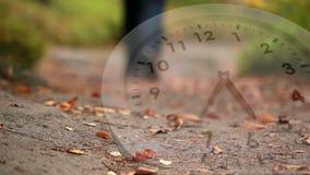 Bielu zegar i spadać liście zdjęcie wideo