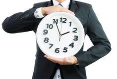 Bielu zegarowy mienie w biznesmen rękach odizolowywać Zdjęcia Stock
