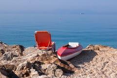 Bien-être par la mer bleue photographie stock libre de droits