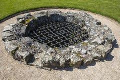 Bien au château de Pevensey dans le Sussex est photographie stock libre de droits