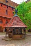 Bien au château Pologne de Malbork Photographie stock libre de droits