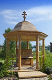 Bien avec de l'eau consacré dans le monastère d'hypothèse d'Uspensky de territoire, vieux Staraya Ladoga images libres de droits