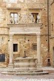 Bien en el cuadrado principal de Montepulciano Fotos de archivo