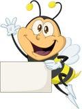 Biene hält Zeichen und bewegt hallo wellenartig Lizenzfreies Stockbild
