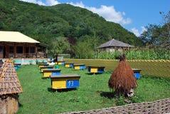 Bienenhaus in den Bergen Stockfoto