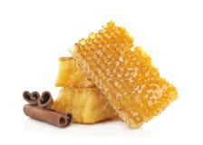 Bienenwaben und Zimt Stockfotografie