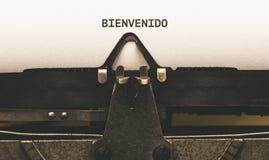 Bienvenido, texte espagnol pour l'accueil sur le type auteur de vintage de Images stock