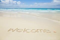 Bienvenue écrite sur une plage Photos libres de droits