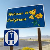 Bienvenue au signe de la Californie. photos stock