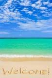 Bienvenue de mot sur la plage Photographie stock libre de droits