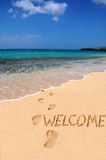 Bienvenue de mot sur la plage Images stock