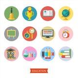 Bienvenue de nouveau à l'école Logo de vecteur, logo dans le style plat école illustration libre de droits