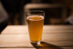 Bier auf Tabelle Lizenzfreie Stockfotos