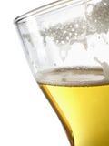 Bier binnen mokclose-up Stock Afbeelding