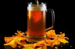 Bier in chips Stock Afbeelding