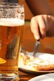 Bier en maaltijd Stock Foto