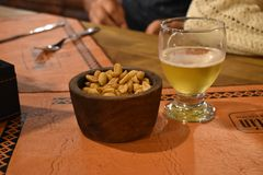 Bier en pindalijst royalty-vrije stock foto's