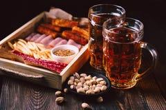Bier en snacks restaurant, bar, meest oktoberfest voedsel stock foto's