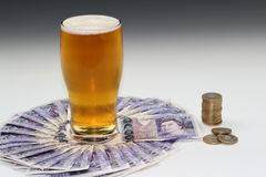 Bier-Geld Stockfotos