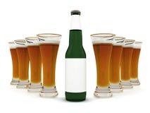 Bier in glas en bierfles met leeg etiket royalty-vrije stock fotografie