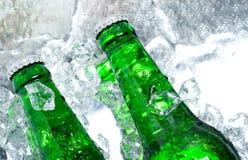 Bier im Eis Stockfoto