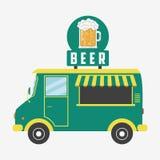 Bier-LKW Kneipenpackwagen mit Schild in der Form des Bierglases und -schaums Auch im corel abgehobenen Betrag vektor abbildung