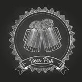 Bier in mag Krijttekening Stock Afbeeldingen