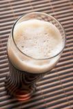 Bier met schuim stock afbeeldingen