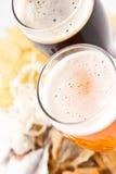 Bier met snack stock afbeelding