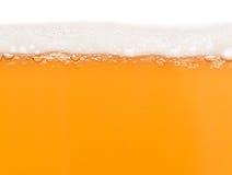 Bier mit Schaumgummi stockfotografie