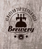 Bier op houten Stock Foto's