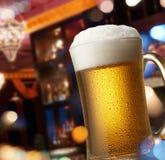 Bier op staafteller Stock Foto